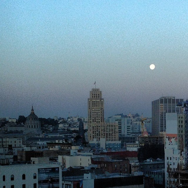 Good morning San Francisco. I wish you could see the beauty of the moon setting. Breathtaking.
