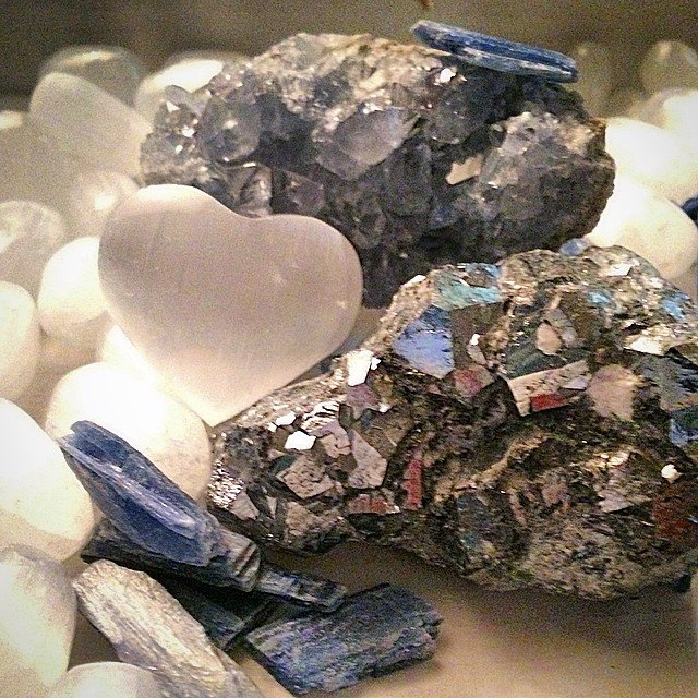 Today we sorted and counted #kyanite. We mused about lucid dreaming and our chakras being super aligned after hours immersed in it. I've never realized how many different shades of blue it is until tonight. And then I found some #selenite and #skutterudite  from Morocco and some #celestite from Madagascar. It's a tough job, but someone's gotta do it.