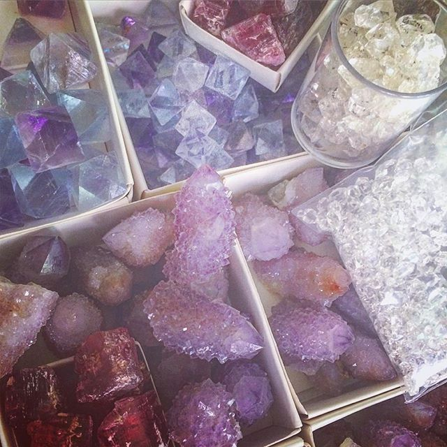 My Saturday. Sorting #HerkimerQuartz #spiritQuartz #pinkTourmaline and some museum quality #fluorite octahedrons from Illinois.