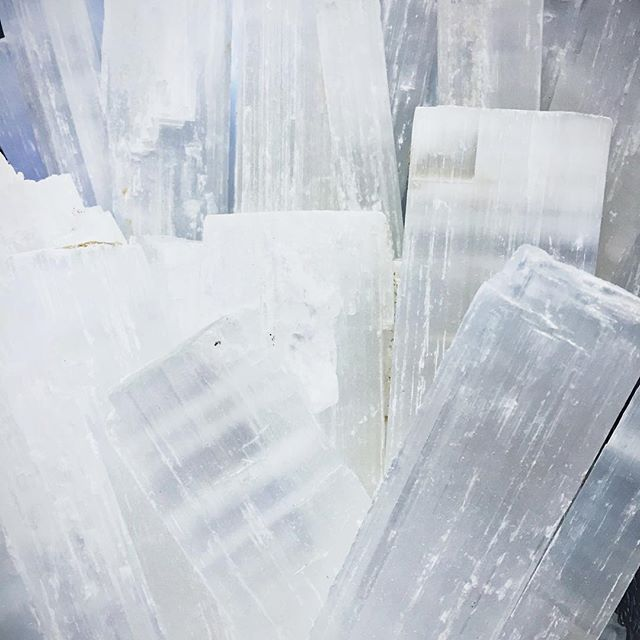 Tomorrow we celebrate the first #newmoon of the year! To get the year off to a #cleansing #healing #magical #vibe , we are offering our social media friends 50% off all loose #selenite tomorrow (1/9) through Sunday (1/10)! This special is part of our #secondannual #crystal #sale! Did you know that right now all crystals are currently 20% off?! There's lots more to come! #capricorn #meditation #ritual #conciousliving #encinitas #soulscape #astrology