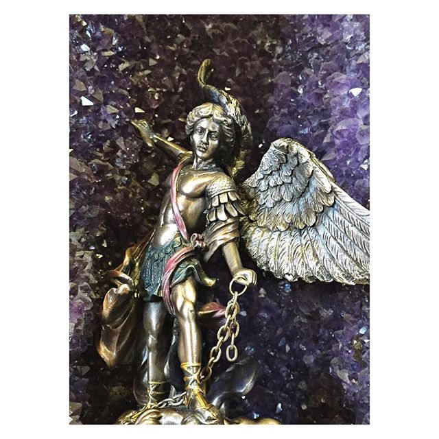 Happy Friday! #mercuryretrograde got you down? Get out there and #conquer those #lessons ! #weekend #archangelmichael #angels #amethyst #crystals