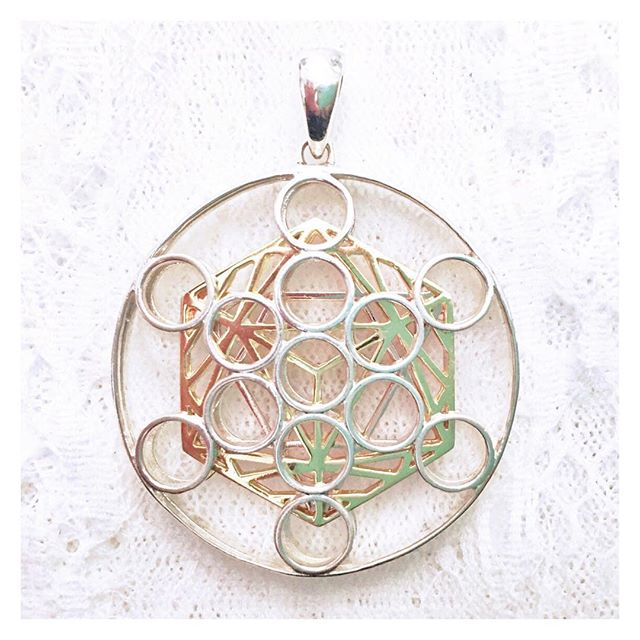 #metatronscube is a #magical #symbol that is said to bring #frequency and #light directly from #sourceenergy . Containing all five #platonicsolids , Metatron's Cube has been used throughout many ancient teachings, including #egyptian and #Judaic mysteries.