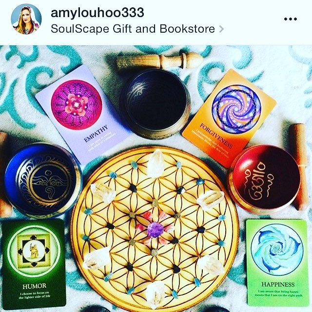 What will you manifest today? Thanks for showing us how it's done @amylouhoo333! Check out her awesome shot of our #floweroflife #crystalgrid in action!