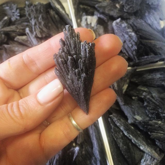 Black kyanite for days. #MercuryRetrograde kicking your ass? This stone is grounding yet energizing, it helps to open the lines of #communication between people, keep a piece with you to help with conflicts or misunderstandings.