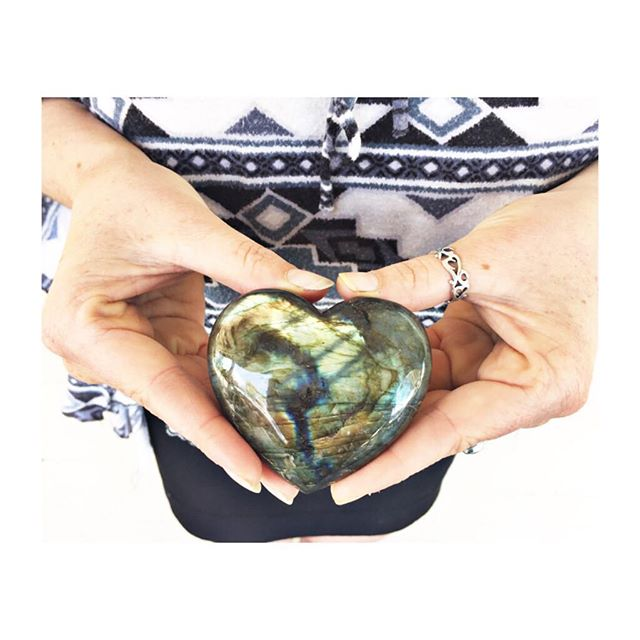 One lucky guest will be chosen at random to receive this extra #special #crystalblessing ! Is it you this #labradorite #heart wants to go home with?