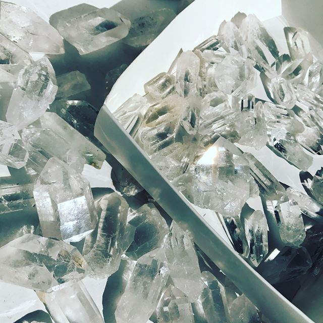 Sunny days and sorting super clear quartz points. Staying away from any communications #mercuryretrograde. #clearquartz