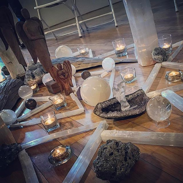 Amazing #crystalgrid at @eveencinitas divinely inspired by Cisca from @lemongrasscenter tonight. Seriously rad.